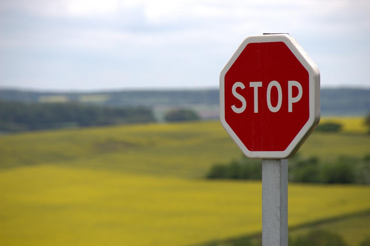 Znaki drogowe, blokady parkingowe, lustra sklepowe sferyczne i kuliste