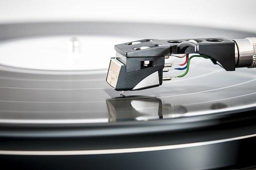 Gramofon – unikalne brzmienie i jedyny w swoim rodzaju trzask